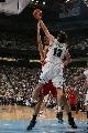 图文:[NBA]火箭负爵士 奥科封盖姚明