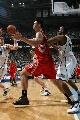 图文:[NBA]火箭负爵士 姚明内线配合