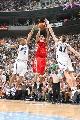 图文:[NBA]火箭负爵士 麦迪后仰跳投