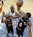图文:[NBA]马刺胜掘金  霍里抢下篮板