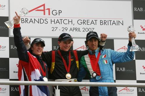 A1GP英国站前三名车手胡肯伯格(中)、克尔(左)和托卡塞洛