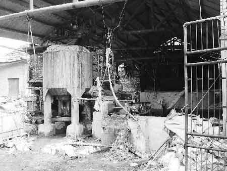 永兴造纸厂正在生产。