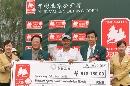 图文:北京公开赛收杆 张百发袁伟民给冠军颁奖