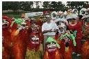 图文:北京公开赛收杆 传统舞狮庆祝盖伊夺冠