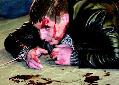 一青年在骚乱中受伤。