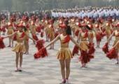 中学生艺术体操表演