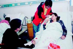 梁老师昨在医院接受治疗。