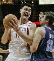 图文:[NBA]火箭vs爵士 姚明内线强打
