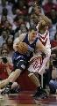 图文:[NBA]火箭vs爵士 哈普灵突破麦迪