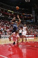 图文:[NBA]火箭vs爵士 巴蒂尔堵枪口