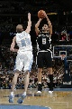 图文:[NBA]掘金vs马刺 帕克后仰跳投