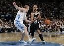 图文:[NBA]掘金vs马刺 帕克带球进攻