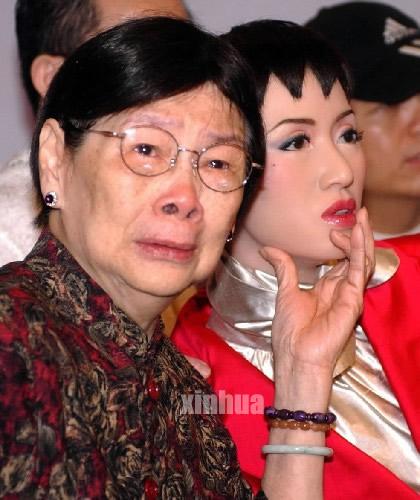 梅妈妈与梅艳芳蜡像