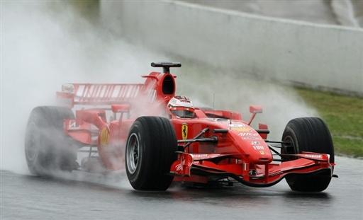 莱科宁依然出席次日测试,准备适应雨中做战的赛车性能