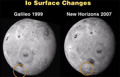 """木卫一爱莪(Io)表面发生的变化,左边是""""伽利略号""""1999年发回的照片,右边是此次""""新视野号""""传回照片。"""