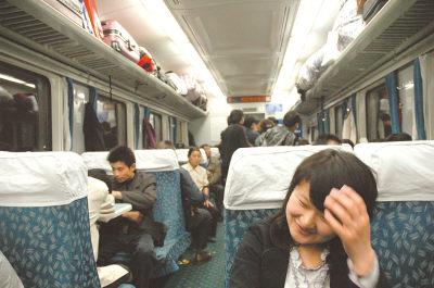 庞慧芳坐火车去刚刚签约的单位参加培训。