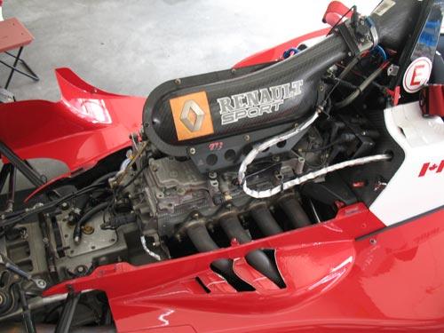图文:2007中国方程式珠海站 雷诺赛车发动机