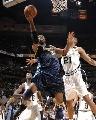 图文:[NBA]马刺VS掘金 内内低手上篮