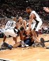 图文:[NBA]马刺VS掘金 双方混战
