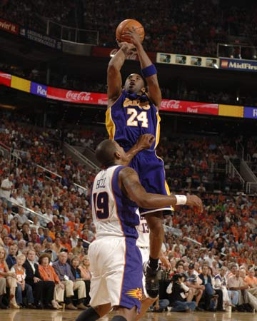 图文:[NBA]太阳VS湖人 科比跳投