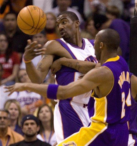 图文:[NBA]湖人VS太阳 科比拼小斯