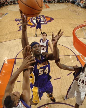 图文:[NBA]太阳胜湖人 布朗单手一点
