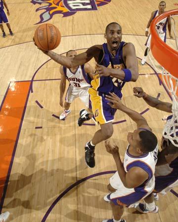 图文:[NBA]太阳胜湖人 科比凌波微步