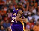 图文:[NBA]太阳胜湖人 科比一脸哀怨