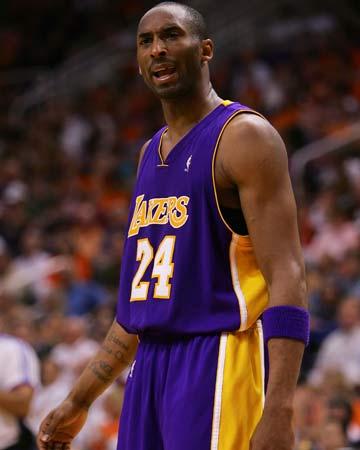图文:[NBA]太阳胜湖人 科比愤懑不满