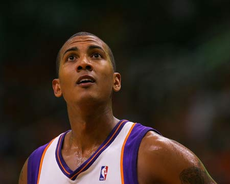 图文:[NBA]太阳胜湖人 贝尔神情坚毅