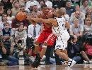 图文:[NBA]火箭vs爵士 麦迪单打费舍尔