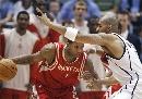 图文:[NBA]火箭vs爵士 麦迪带球突破