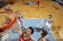 图文:[NBA]火箭vs爵士 姚明内线勾手