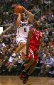 图文:[NBA]火箭vs爵士 德隆快攻上篮