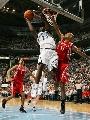 图文:[NBA]火箭vs爵士 米尔萨普强攻篮下