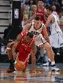 图文:[NBA]火箭vs爵士 麦迪救球