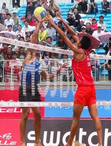 图文:世界沙排巡回赛上海站次日 互不相让