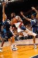 图文:[NBA]小牛vs勇士  戴维斯飞翔