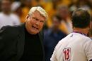 图文:[NBA]小牛vs勇士  老尼尔森质疑裁判