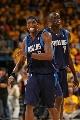 图文:[NBA]小牛vs勇士  霍华德苦笑