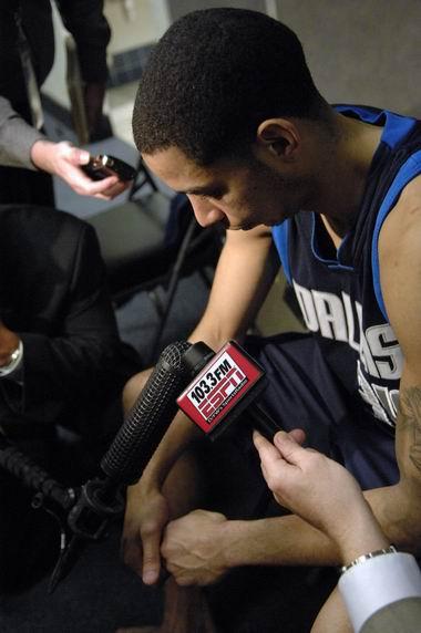 图文:[NBA]小牛不敌勇士  沉默还是沉默