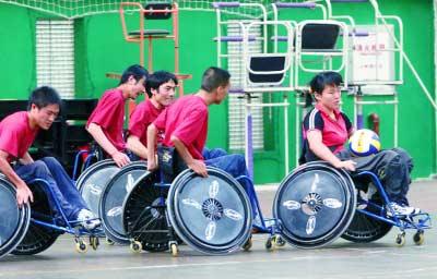 云南轮椅橄榄球队在训练备战中
