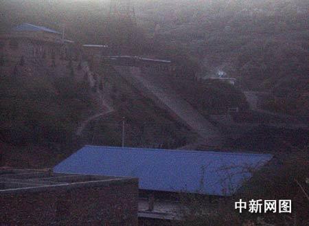 夜幕中的克城镇梁路村蒲邓煤矿现场