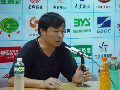 图文:[中甲]广州医药5-1南京 胡云峰点评比赛