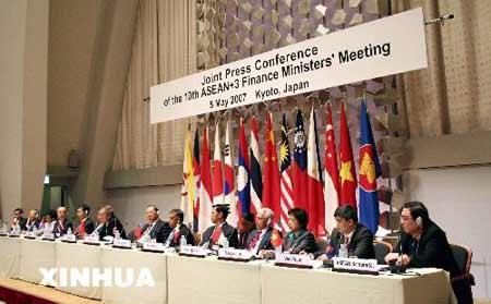 """5月5日,东盟和中日韩(简称""""10+3"""")财长会议在日本京都国际会议会馆举行"""