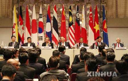 会议集中讨论了东亚区域宏观经济形势和加强东亚财金合作议题