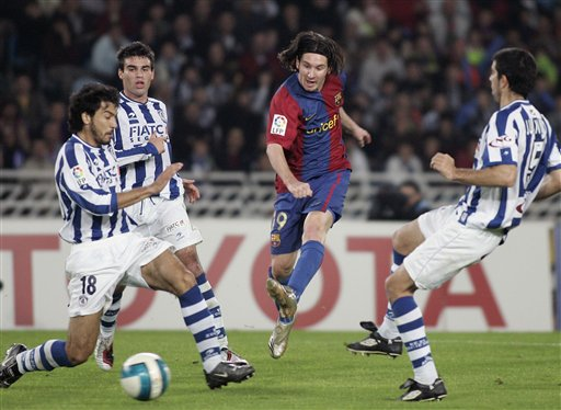 图文:皇家社会0-2巴萨 梅西拔脚怒射