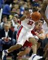 图文:[NBA]活塞VS公牛 汉密尔顿突破接球