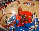 图文:[NBA]活塞VS公牛 罗尔邓突破大力扣篮