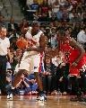 图文:[NBA]活塞VS公牛 韦伯单打大本